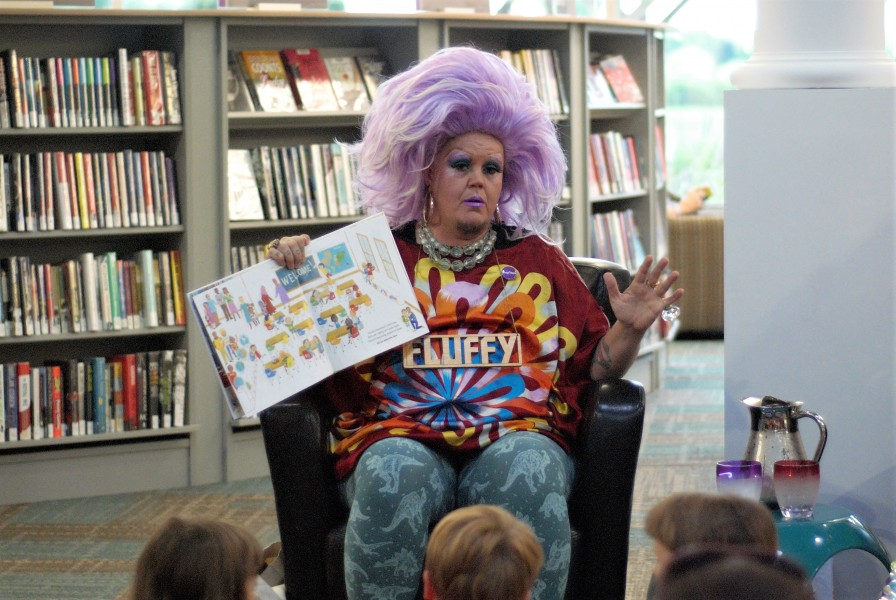 Fluffy Souffle reads in the library on Saturday. (Britanny Carter/Niagara Now)