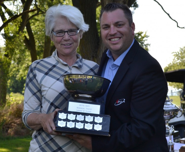Women's A flight champion Ginny Green, with pro Billy Simkin. (Kevin MacLean/Niagara Now)