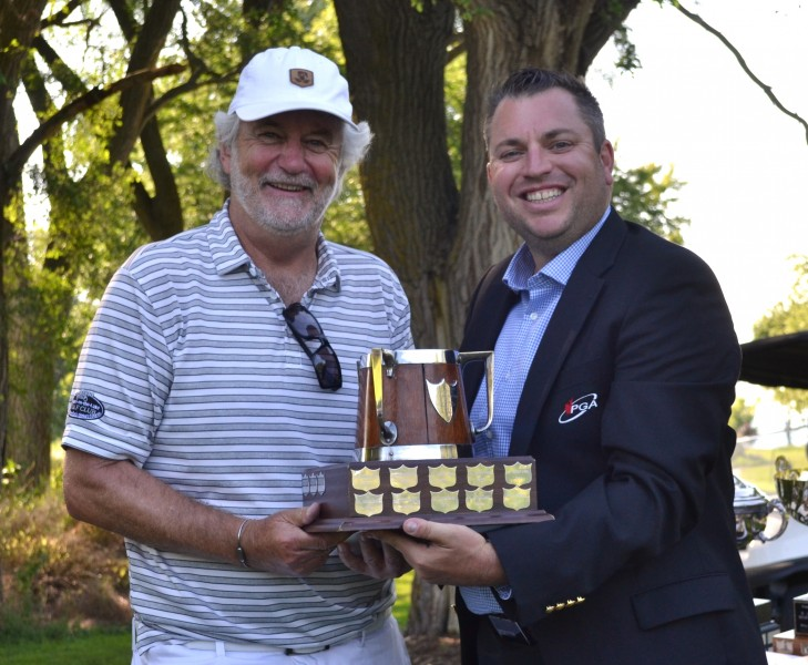 Senior men's champ Stephen Warboys with pro Billy Simkin. (Kevin MacLean/Niagara Now)
