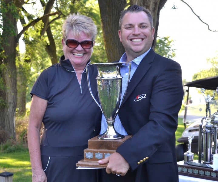 Therese Rothwell-Downes, the women's net champ, with pro Billy Simkin. (Kevin MacLean/Niagara Now)