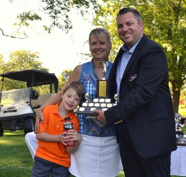 Women's senior champ Yolanda Henry, her grandson Vaughan Richardson and pro Billy Simkin. (Kevin MacLean/Niagara Now)