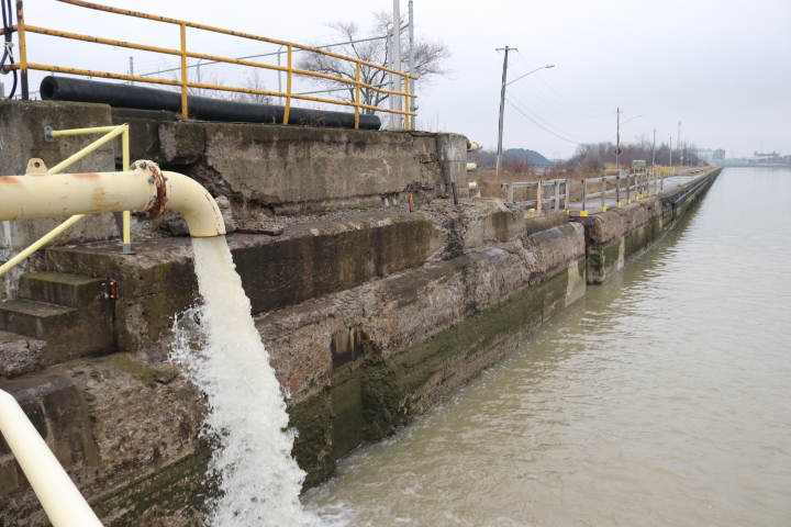 the canal's infrastructure that is usually inaccessible during a navigation season. (Dariya Baiguzhiyeva/Niagara Now)