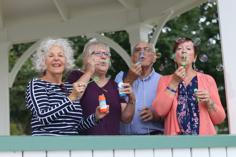 Members of the Niagara PF support group Sandra Hardy, Sue McEwen, Jack Rapattoni and Lillian Rapatonni show their support blowing bubbles. (Dariya Baiguzhiyeva/Niagara Now)
