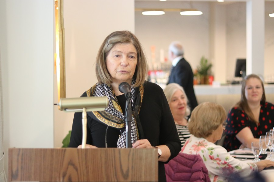 Polio survivor and NOTL rotarian Pamela Wilson gives a speech. (Dariya Baiguzhiyeva/Niagara Now)
