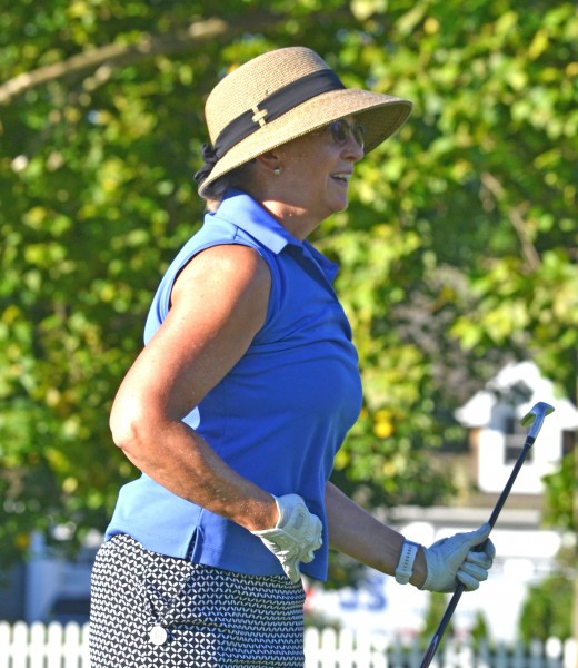Cathy Murray is happy as her shot rolls to within a few feet of the hole – and beats the pro. (Kevin MacLean photo)