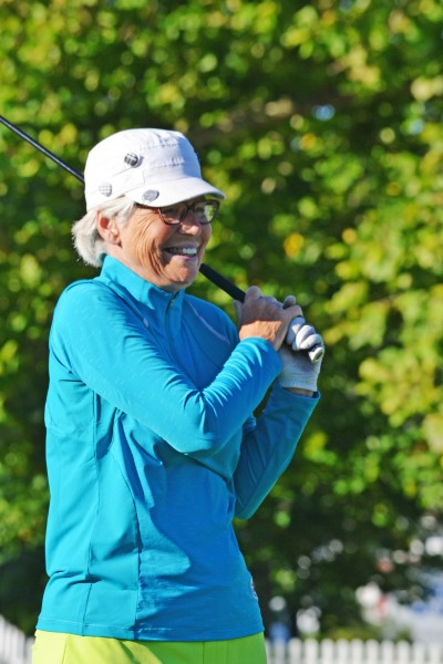 Women's seniors champ Ginny Green laughs as her Beat the Pro shot goes wildly astray. (Kevin MacLean photo)