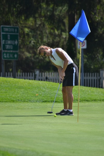 Women's open champion Louise Robitaille on the 17th. (Kevin MacLean/Niagara Now)