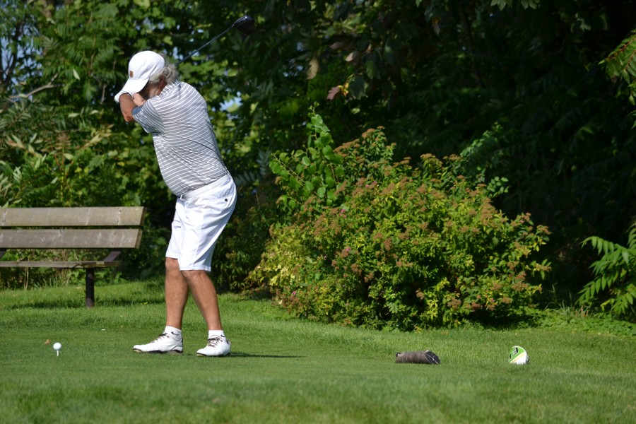 Stephen Warboys drives the ball on the 17th hole. (Kevin MacLean/Niagara Now)