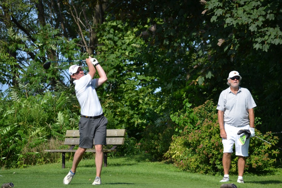 Sean Simpson, the B flight champ this year, tees off on #17. (Kevin MacLean/Niagara Now)
