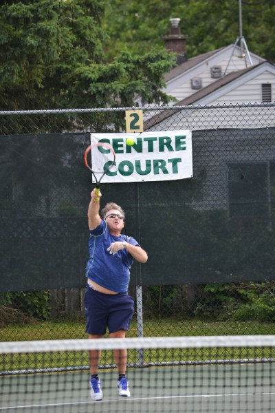 Wayne Vent serving.  (Kevin MacLean/Niagara Now)