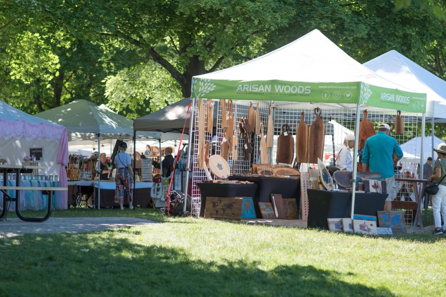32nd annual artisan event brings people to Queens Royal Park. (Eunice Tang/Niagara Now)